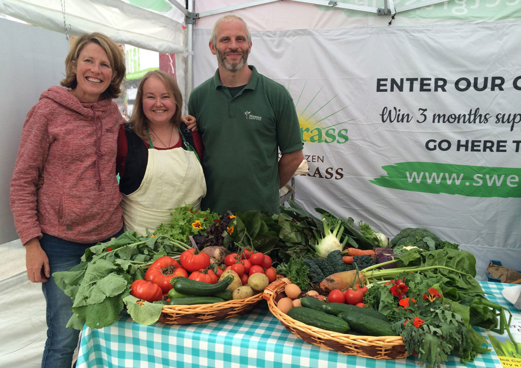 Claire and Thomas O Connor from Manna Organics with Lisa Fingleton